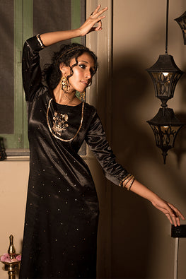 Urmul Raatrani Hand Embroidered Dark Black Mashru Silk Kurta Set For Women Online