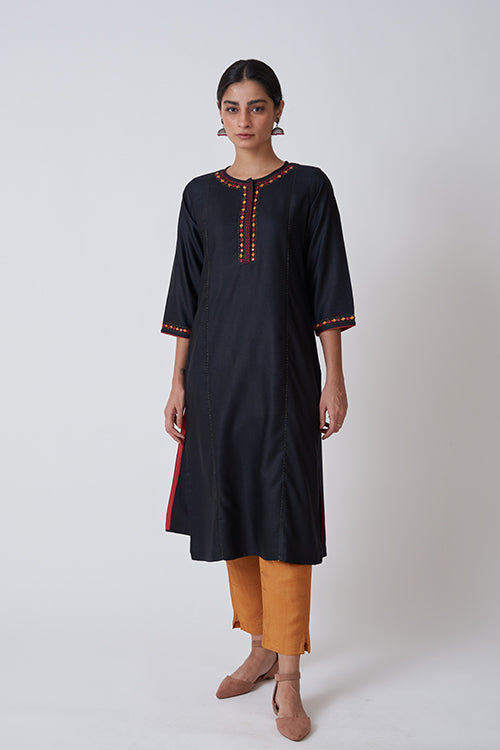 Black Round Neck Concealed Placket Embroidered Kurta