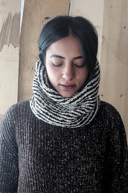 The Color Caravan Hygge Unisex Snood 02 Handmade Woolen Snood Scarf Online