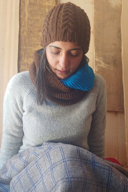 The Color Caravan Unisex 'Brown Cable Cap and Color Block Infinity Scarf' set in Acrylic Wool