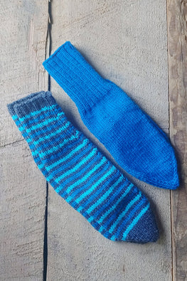The Color Caravan 'Set of 2 Pairs of Unisex Plain & Striped Socks -01 ' in Acrylic Wool