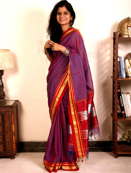 Traditional Beauty. Handloom Maharashtrian Lugdi Saree