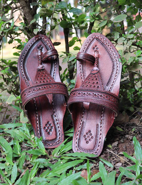 KALAPURI Awesome and attractive looking natural vegetable tanned toxic free leather Kolhapuri Chappalfor Women with Paithani Jari Borader
