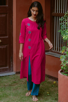 Okhai 'Fuchsia' Embroidered Cotton Handloom Kurta