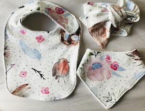 """Bunnies and Robins"" Organic Cotton Feeding Bib"
