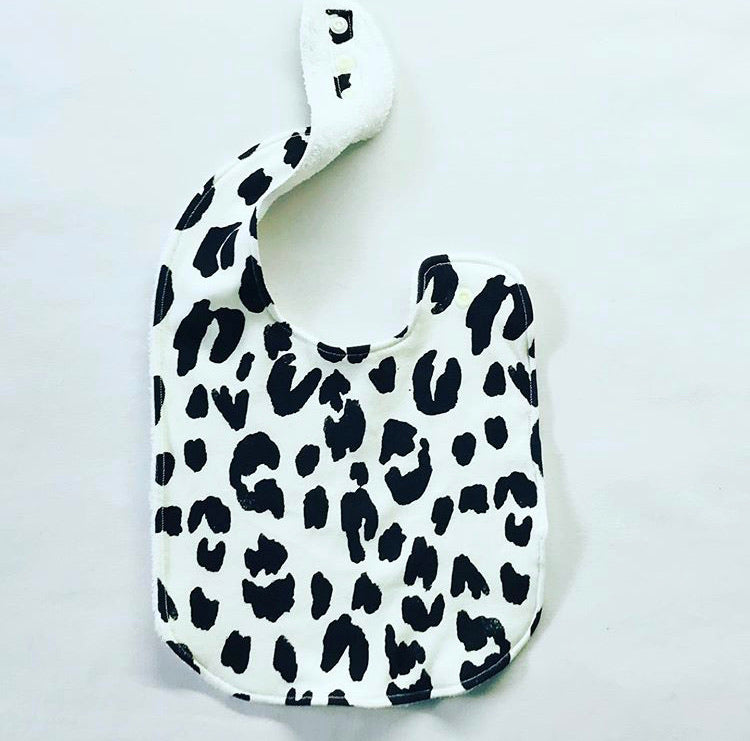 LEOPARD Organic Cotton Feeding Bib