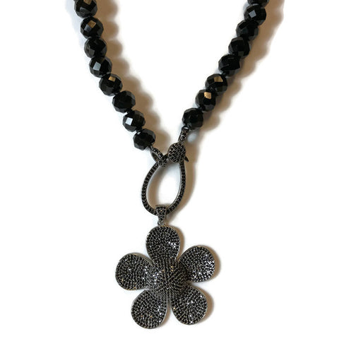 Agate Beaded Necklace with Spinel Flower Pendant