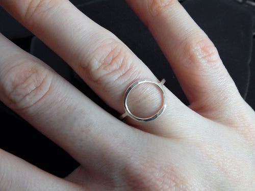 Sterling Silver Open Circle Ring, Modern, Minimalist Jewelry, Geometric Ring, Everyday Ring, Hammered Ring, Delicate Ring, Eternity Ring