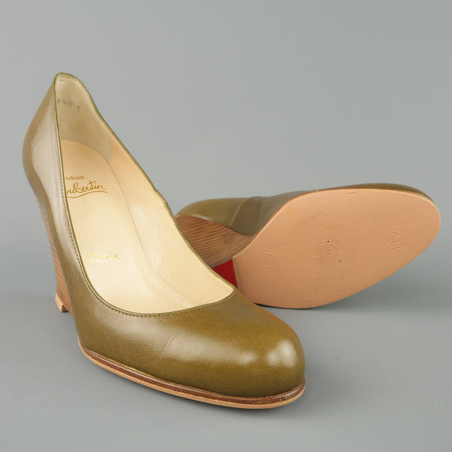 a29beeed8990 CHRISTIAN LOUBOUTIN Size 6.5 Olive Green Leather Stacked Wedge Pumps – Sui  Generis Designer Consignment