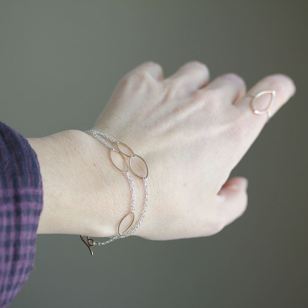 Tea Leaves Bracelet - Simple and Delicate Geometric Bracelet With Two Linked Ellipses