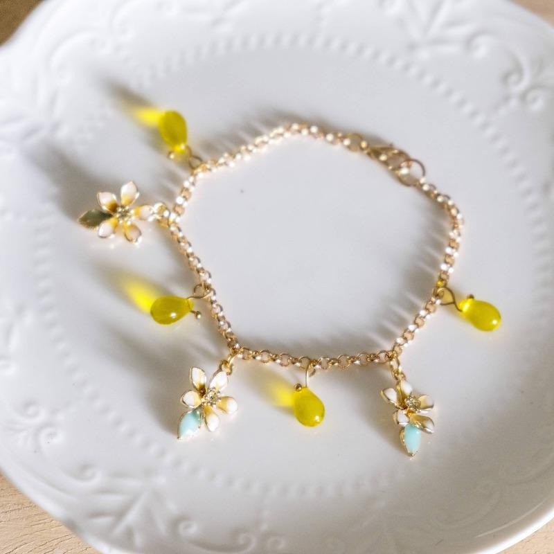 Blissful Flower Daffodil Yellow Handmade Gold Bracelet (4-10 working days)