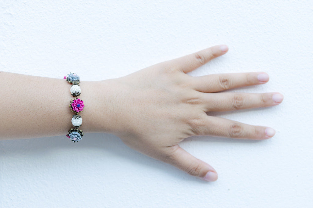 Vintage Floral Bracelet handmade by Shirleen Jeweliciouss  (4-10 working days)