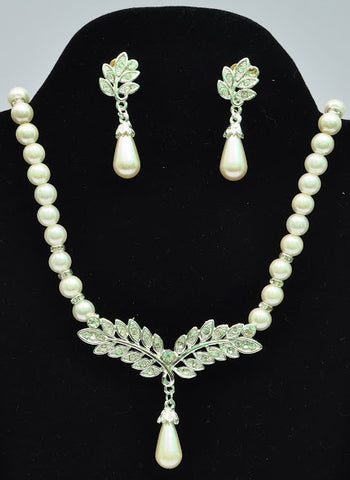 Olive White Pearl Necklace Set