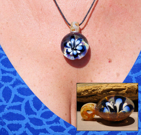Blue and White Flower Pendant, Art Glass Necklace (FL4207a)