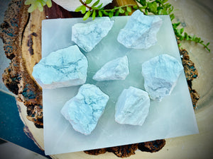 Selenite Recharging Plate with 7-piece Raw White Howlite for Removing Stress and Calming Emotions