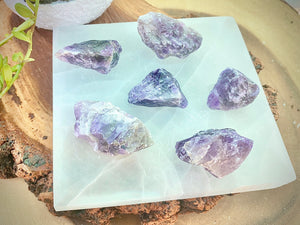 Selenite Charging Plate with 6-piece raw Amethyst Matrices For Removing Anxiety and Cleansing Negative Energy