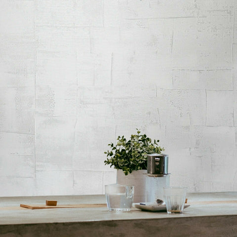 M16003 Zambaiti white textured faux rustic grasscloth lines on plaster Wallpaper