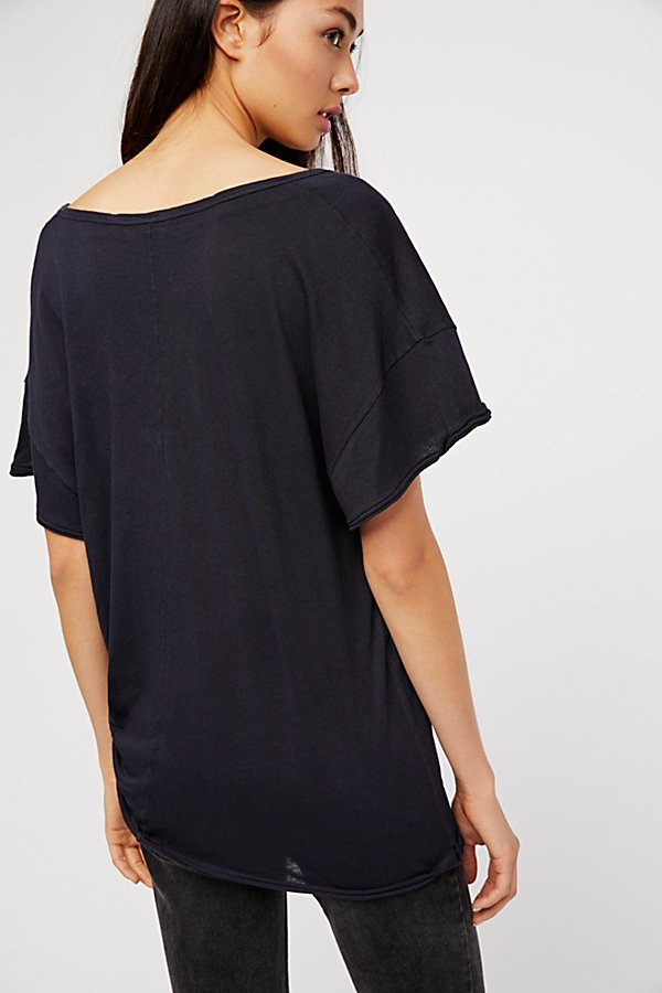 Lilly Tee - Black - Simple & Feminine