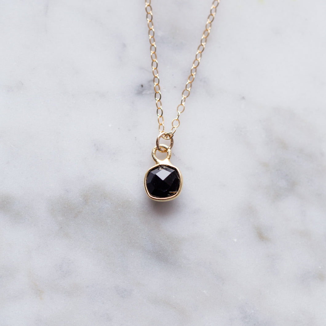 Minimal Onyx Pendant Necklace