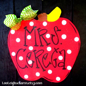 Apple Door Hanger / Teacher Appreciation Gift | Teacher Classroom Sign / Teacher Wood Sign