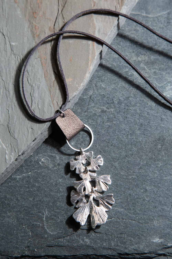 Type 2 Bowing Blooms Necklace