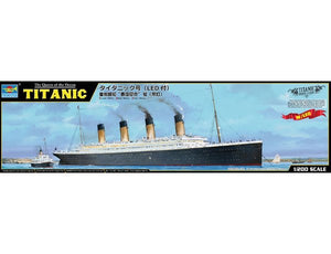 TRUMPETER 1/200 TITANIC W/ LED LIGHTS