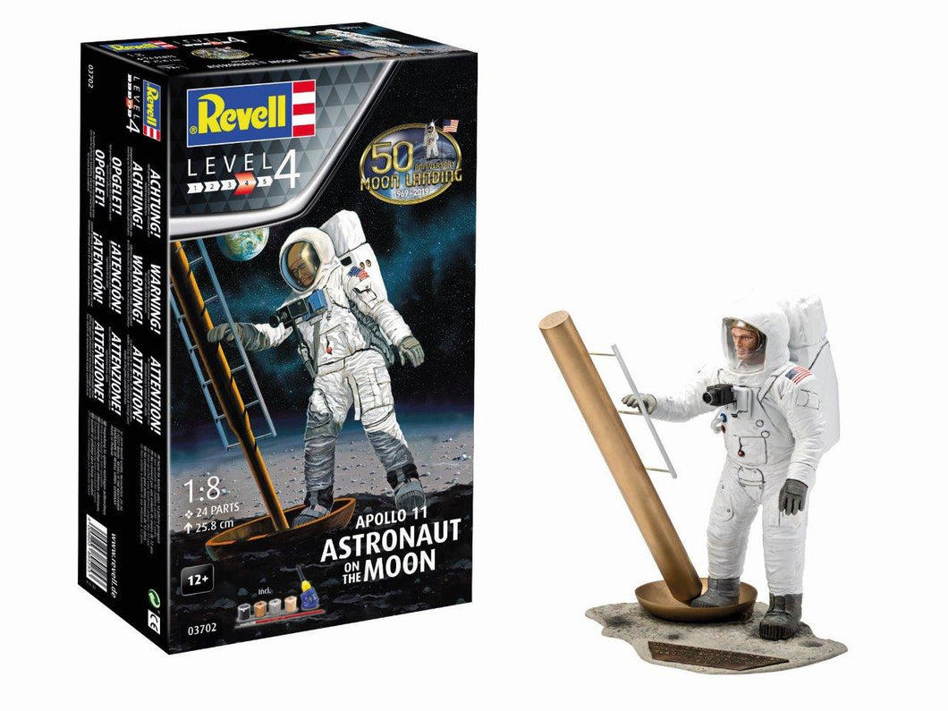 REVELL 1/18 ASTRONAUT ON THE MOON