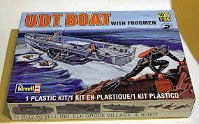 REVELL 1/35 UDT BOAT WITH FROGMEN