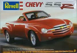 REVELL 1/25 CHEVY SSR