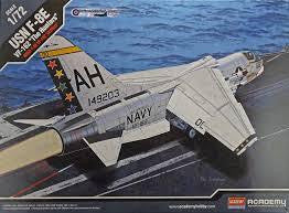 ACADEMY 1/72 USN F-8E VF-162 THE HUNTERS