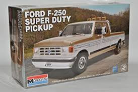 REVELL 1/24 FORD F-250 SUPER DUTY PICKUP