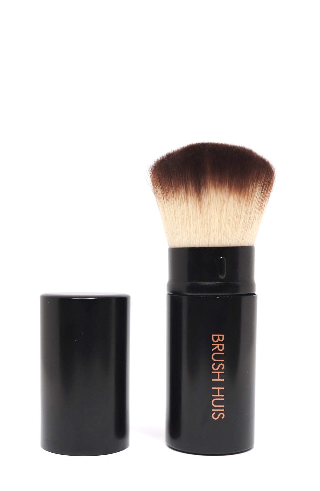 High quality affordable kabuki makeup brush, compact with a lid to keep safe in handbag.
