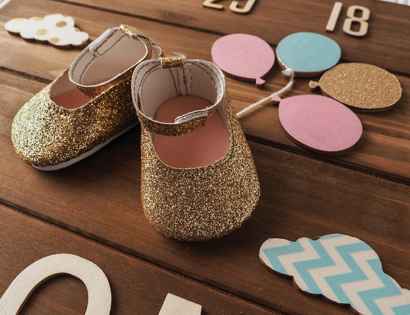 Birth announcement wall art - Golden Glitter shoes