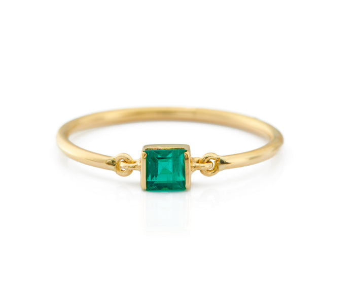 Emerald Petite Circle Ring