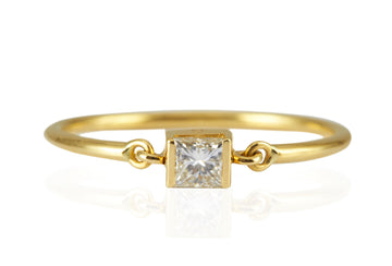 DIAMOND PRINCESS CUT PETITE CIRCLE RING
