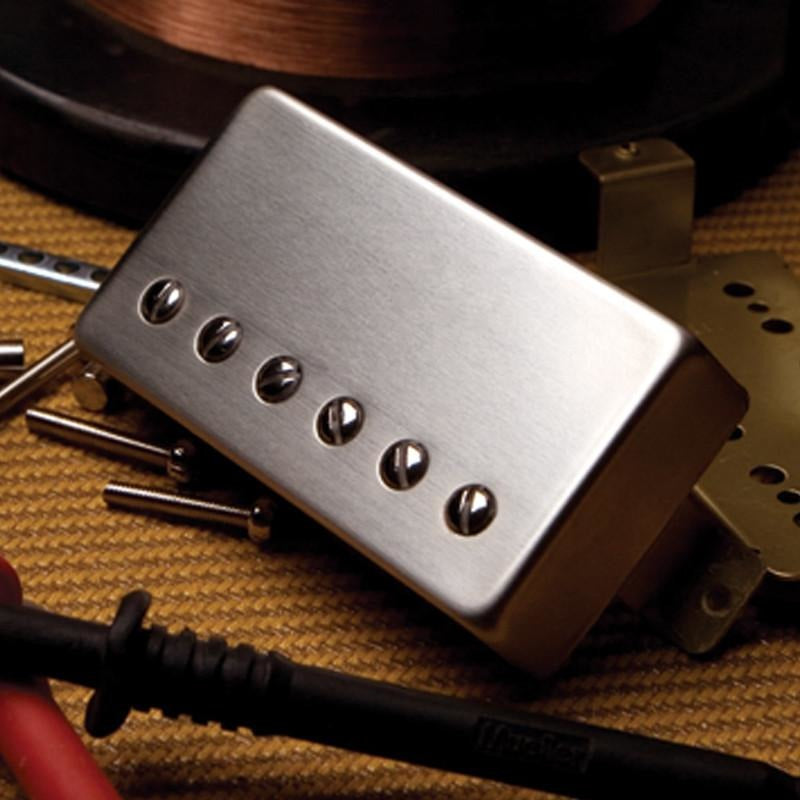 EQUIPPED WITH CLASSICROCKER-II PICKUPS