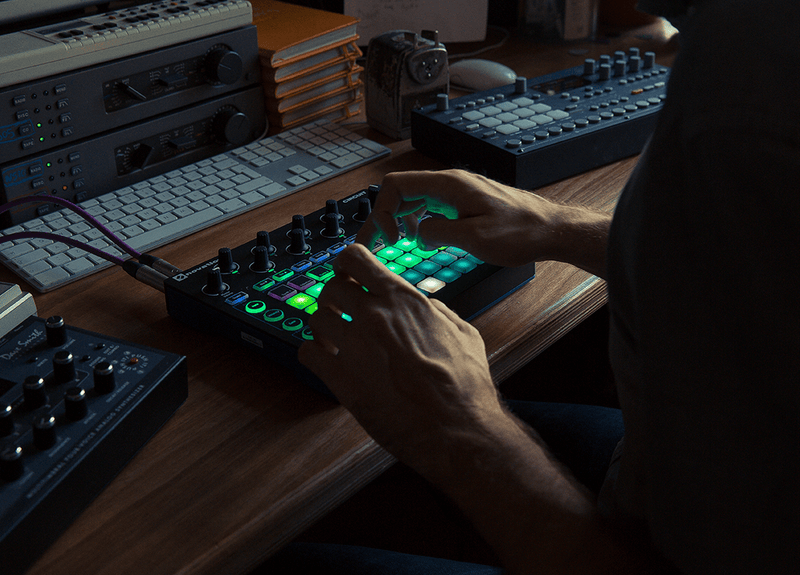 NOVATION CIRCUIT GROOVEBOX WITH SAMPLE IMPORT