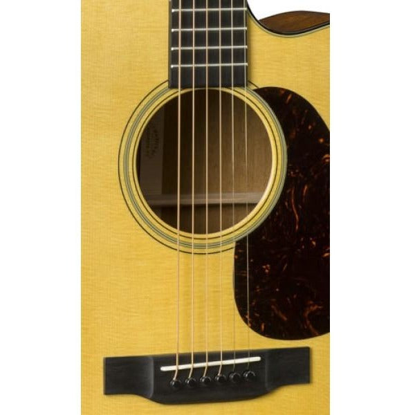 MARTIN GUITARS DC-18E SOUND HOLE