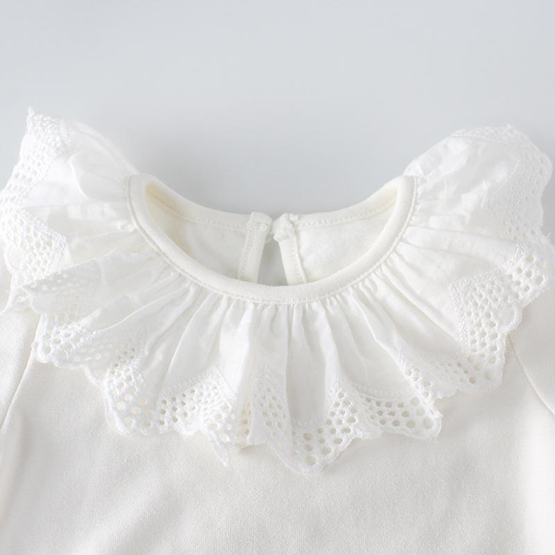 Cute Baby jumpsuit with lace details
