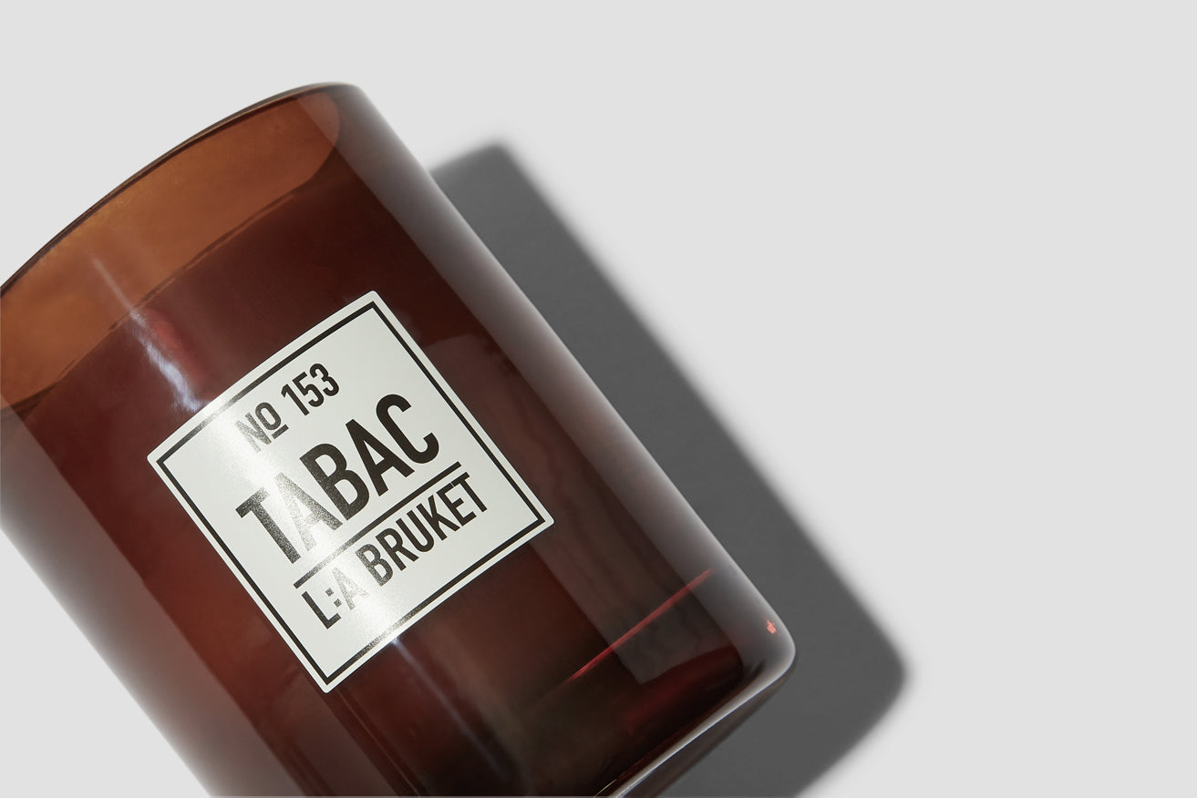 153 SCENTED CANDLES TABAC 260 G. 10576