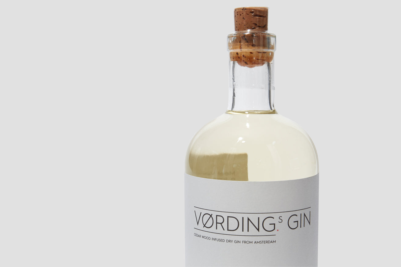 CEDAR WOOD INFUSED DRY GIN FROM AMSTERDAM 44,7% 700 ML.