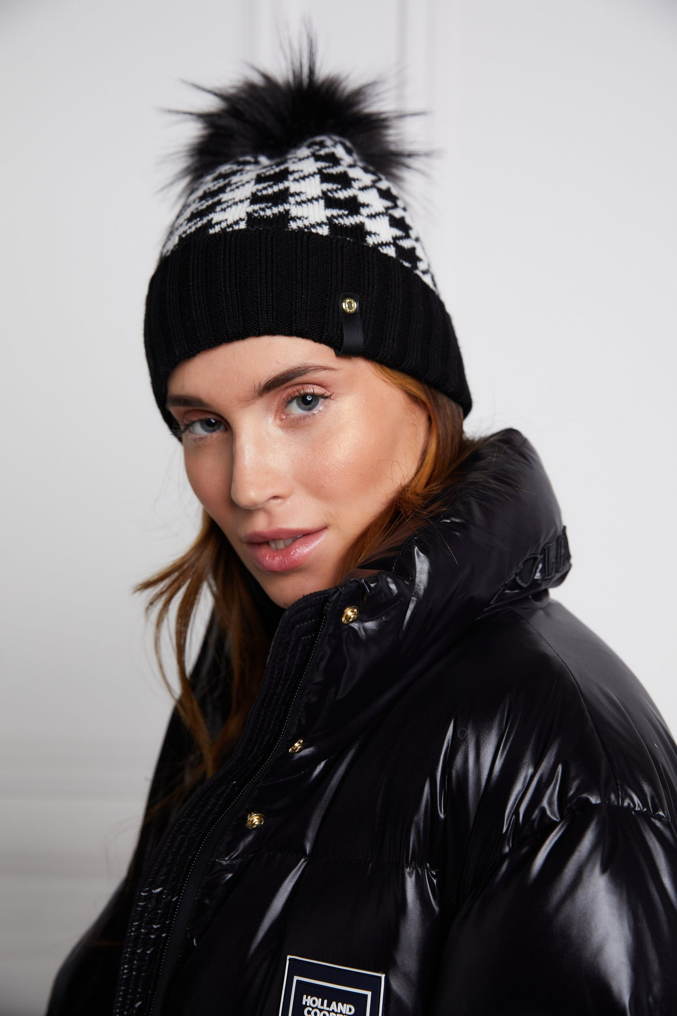 Knitted Bobble Hat (Houndstooth)