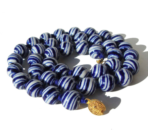 Vintage 40s Chinese Export Necklace Blue White Swirl Porcelain Beads