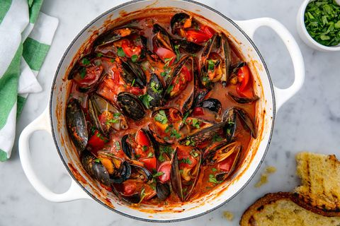 Mussels with Tomatoes and Zesty Garlic Seasoning