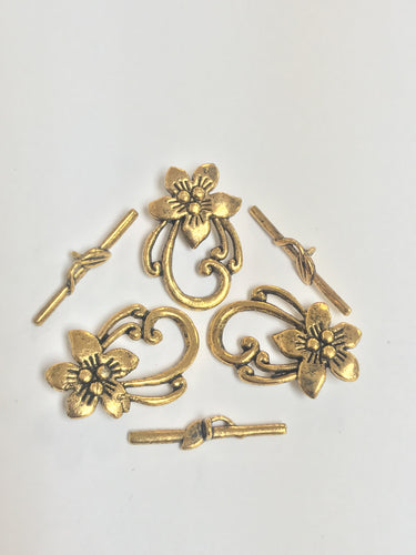 Pewter Toggle Claps Goldtone with Lily Motif 31x20mm