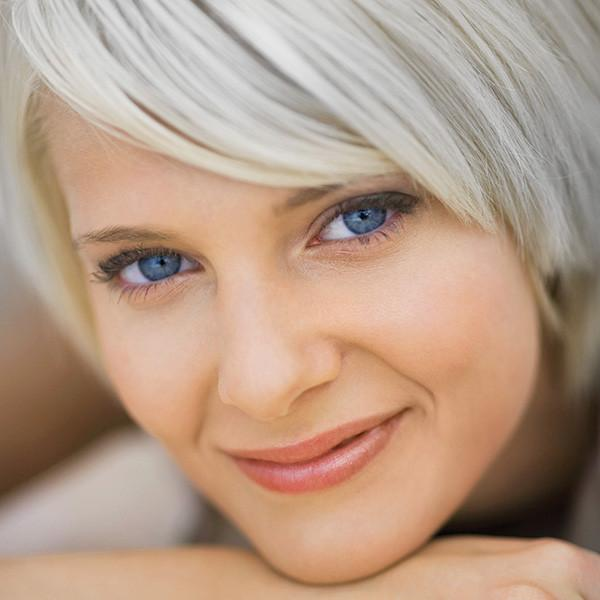<strong>Blonde Hair Lightener with<br>Ash Blonde Conditioning Toner</strong><br>Reduces yellow tones