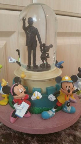 Disney Parks MM Family Tourist Snow Globe Mickey Mouse Minnie Donald Goofy Music