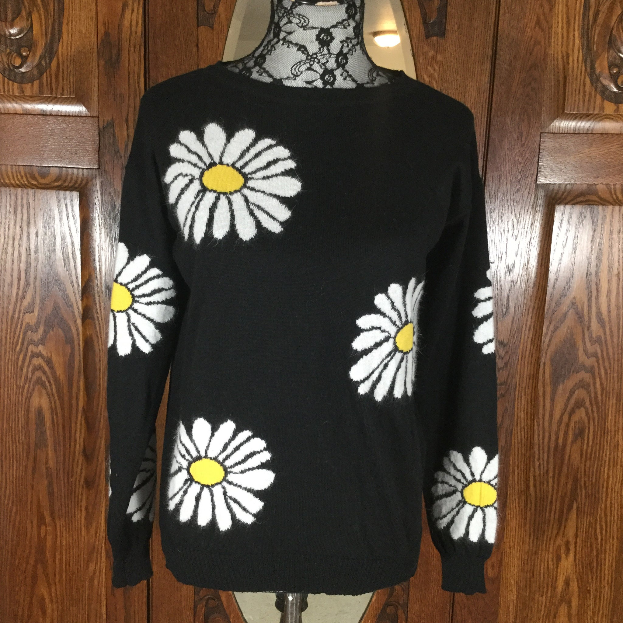 Black and White Daisy Print Long Sleeve 100% Cotton Sweater Size M