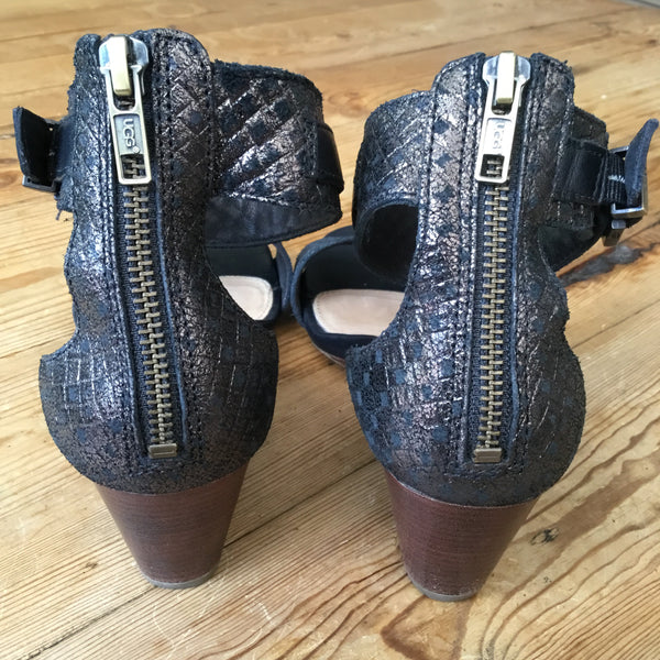Ugg Black Metallic Leather Wedge Open Toe Sandals Size 7.5