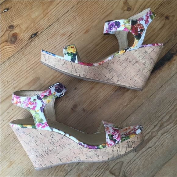 CL by Laundry Infinity Pink & White Floral Wedges Size 10